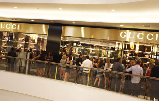 04d086c4dbc Vocês lembram que eu já tinha contado nesse post aqui que no dia 11 de  Julho a renomada grife italiana Gucci tinha aberto suas portas no Shopping  Iguatemi ...