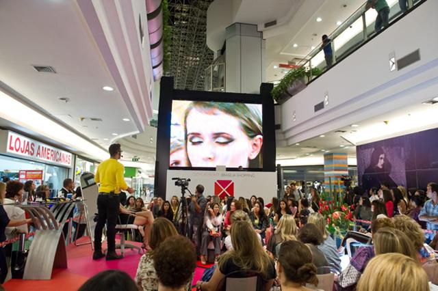 110- Maquiador Fernando Torquatto ensina dicas de maquiagem no Brasilia Shopping