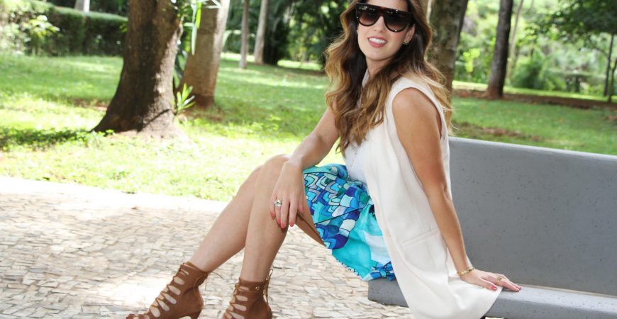 Look do Dia: Colete + Saia White & Blue